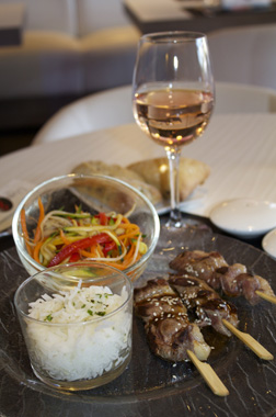 Lamb-skewers-and-provence-rose-wine-Domaine-la-Colombe-appellation-Coteaux-Varois-en-Provence